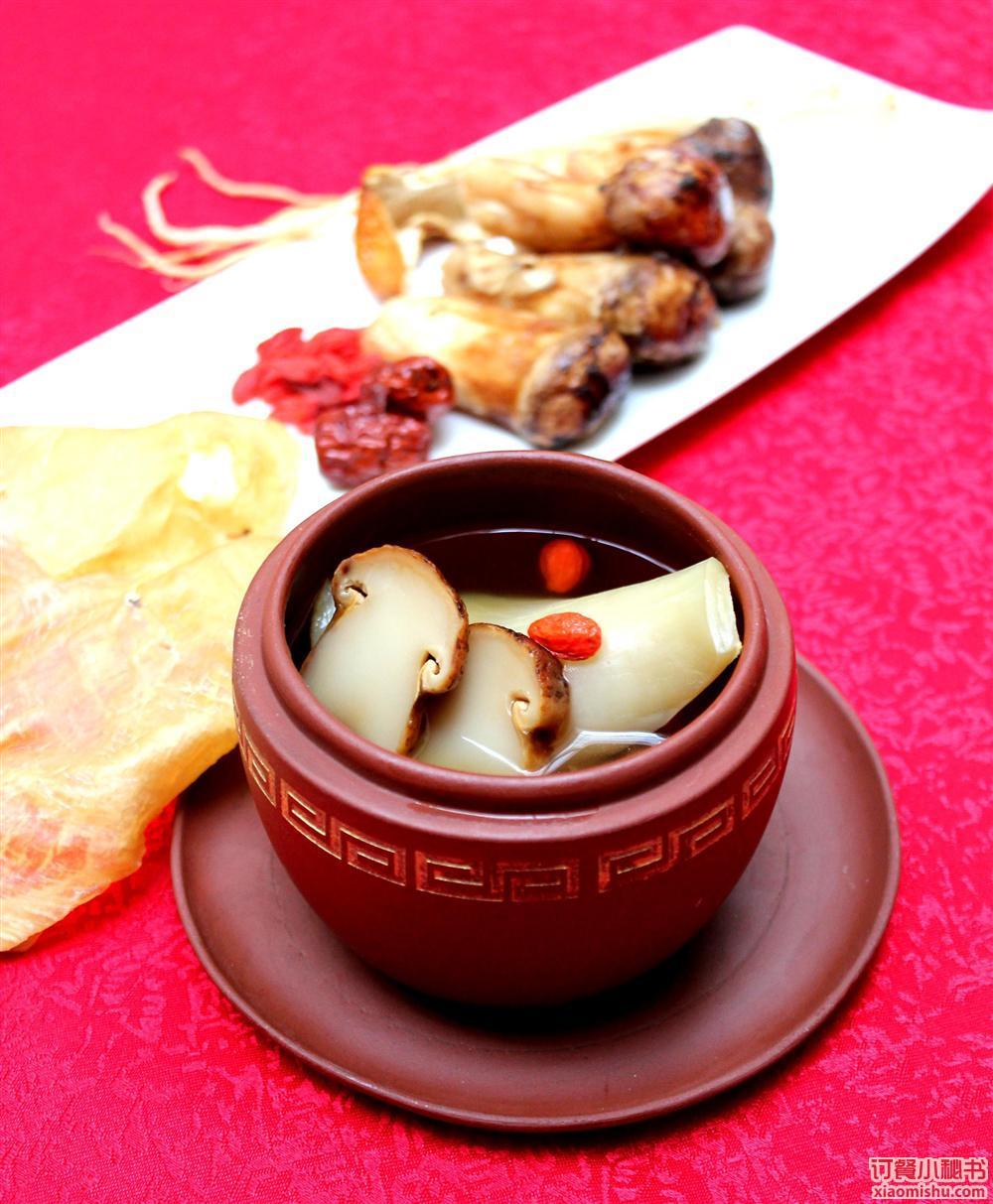天津店是在五大道历史老宅基础上,沿袭原有的园林艺术风格,将高端美食