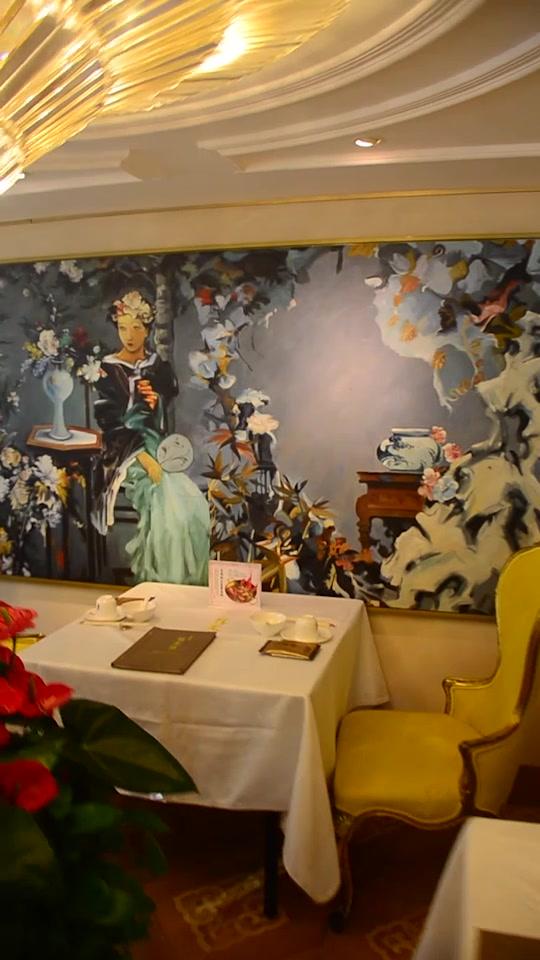 法式家具、油画、艺术品等,充满了文艺气息