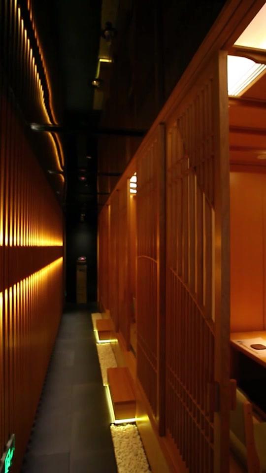 私密安静的榻榻米包房,包房里还准备了给客人的卡片,超级贴心