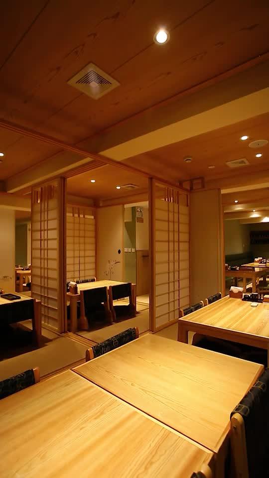 6个包房都是榻榻米,大厅是一楼二楼都有,都是桌椅的形式