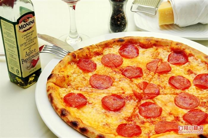 意式香肠披萨 pizza with spicy salami