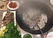 沂蒙羴羊阁铁锅烀羊肉