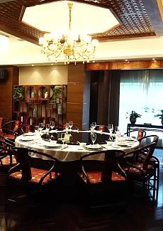 中式装修,古朴大气,简约中透着淡淡的奢华。