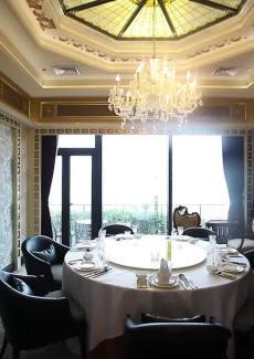 金碧辉煌,自带庭院,如欧洲贵族餐厅