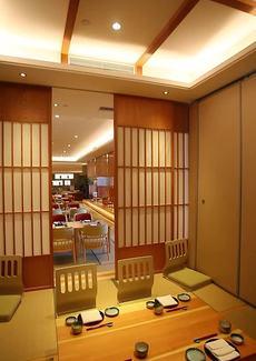 包房空间私密,大厅和包房都很安静