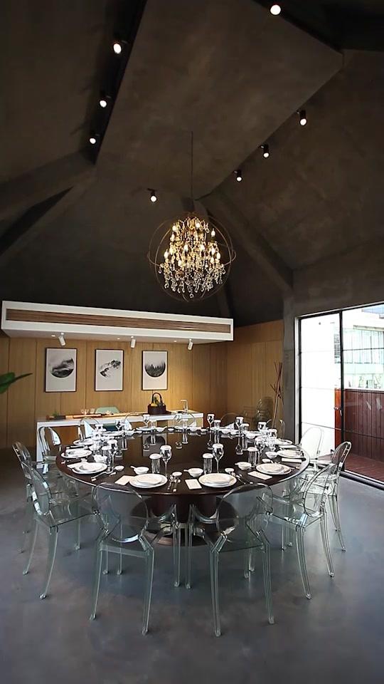 艺术气息浓厚的餐厅包房