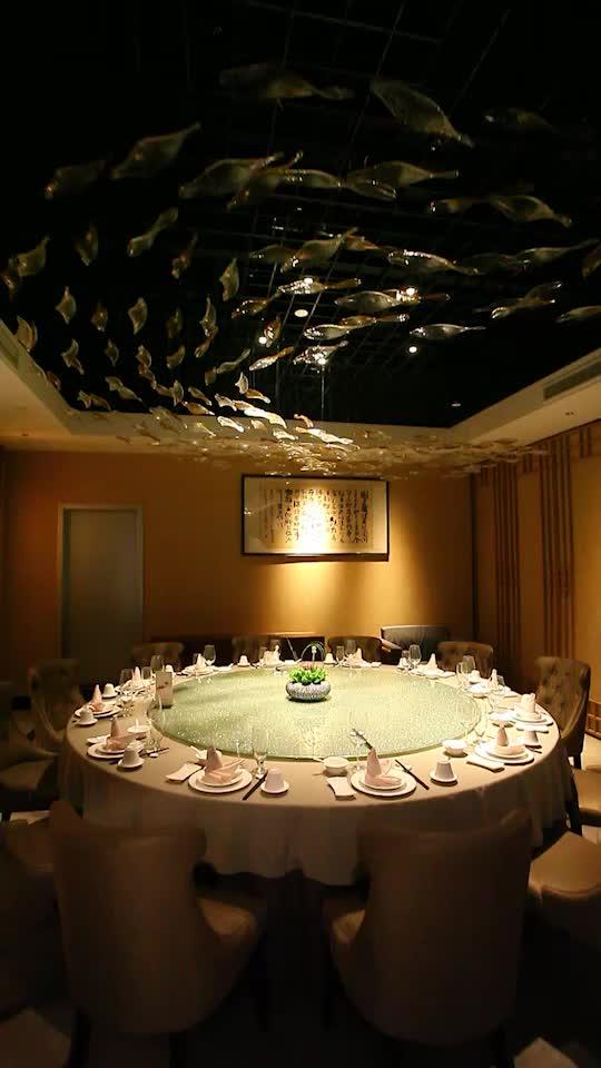 如魚兒水中游般,動亦靜,靜亦動