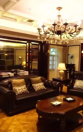 會所餐廳,一棟兩層樓高的白色洋樓,二三十年代老上海的懷舊風格