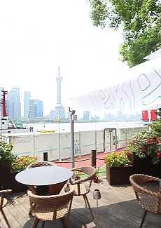 可看见周边壮阔的黄浦江景!