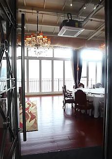 这江景包房,大到可以跳舞💃