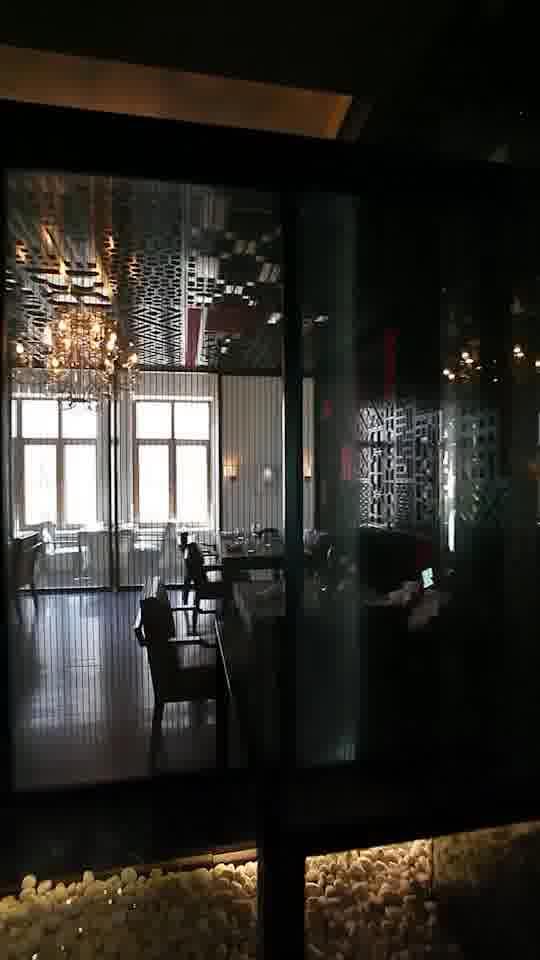 整面墙都用作酒柜,厉害了!