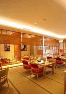 全球第一家城市养生酒店中的日料餐厅,环境高雅而安静