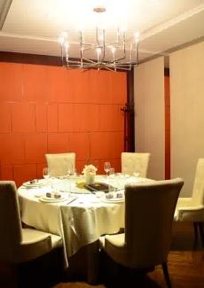 橘色墙面营造出时尚之感