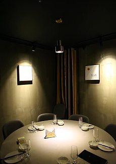 将经典在现代简约空间再现,成就一方独特的艺术用餐氛围