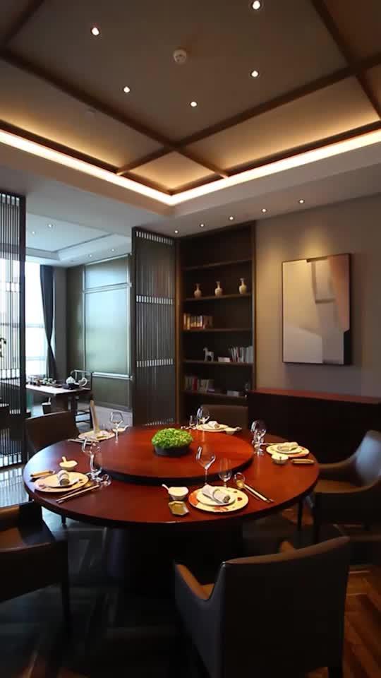 全球第一家城市养生酒店的中餐厅,环境也是兼具设计感与质感