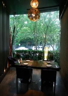帘子隔开的半独立包房,还可欣赏窗外景色,2到4人小聚不错的选择。
