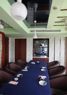 大阪包房也可以看江景,是餐厅仅有的两个江景包房之一。