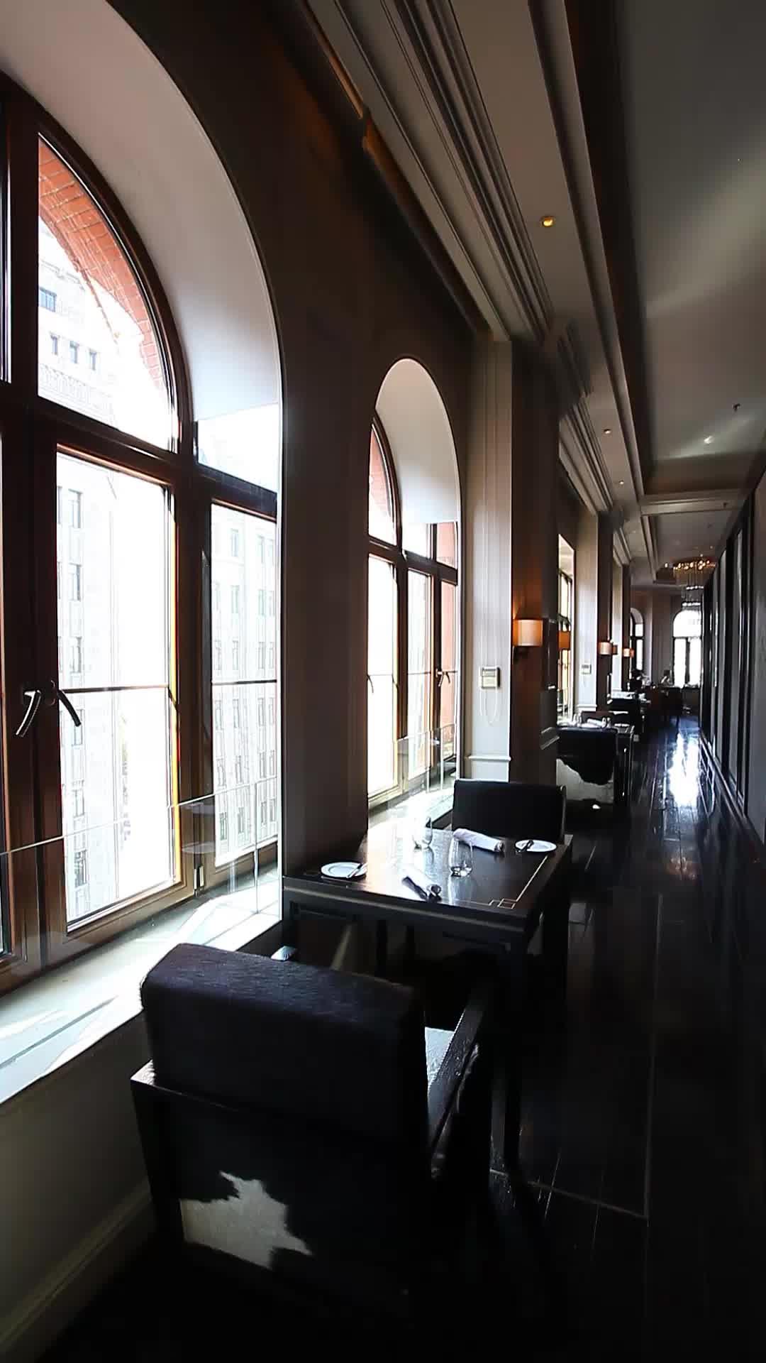 每个餐位都靠窗,赞!