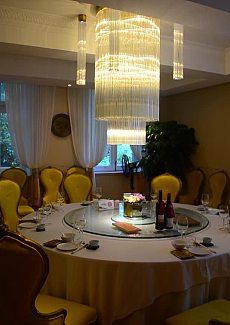 位于一幢30年代的法式花园小洋房内的粤菜餐厅