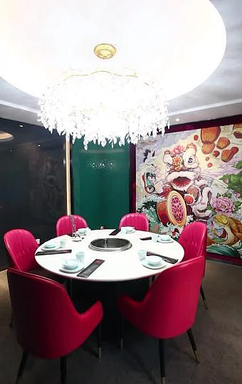 一家结合中国元素和主题特色的火锅店