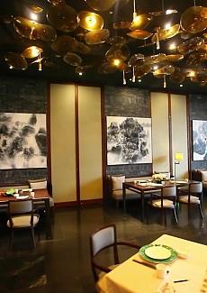 金壁辉煌,气势磅礴的餐厅设计