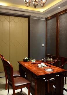 高档会所形式的餐厅,主做海鲜、粤菜及本帮菜
