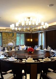 如此大桌面,宴请足够体面