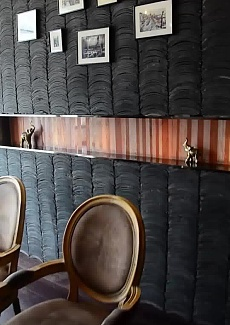 历史感灰瓦墙,像是走进北京胡同的茶馆