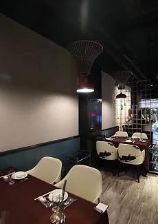 装修十分大气的新开的火锅店,连菜单都做成了圣旨的样子,新奇又贵气~