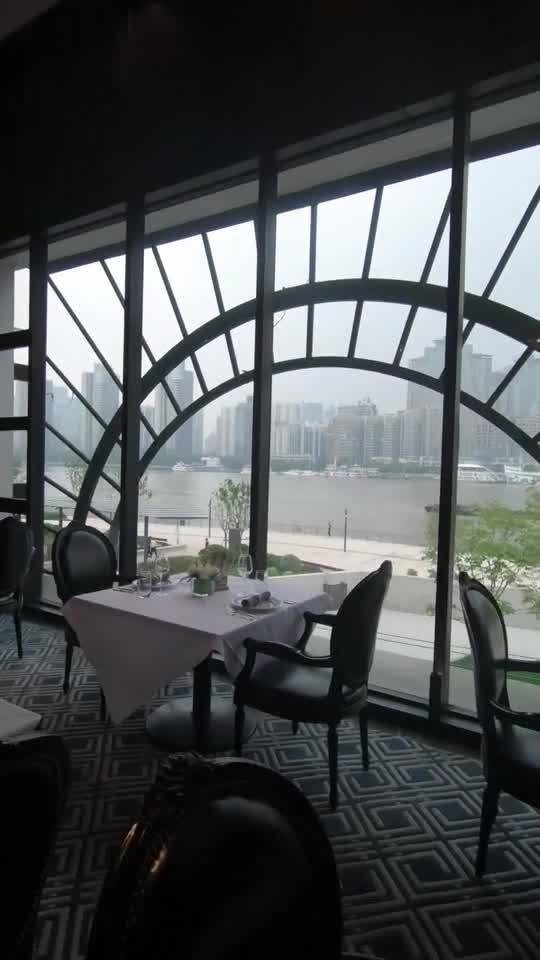 一边享用浦江美景,一边享用美食