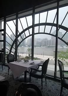 一边享受浦江美景,一边享用美食