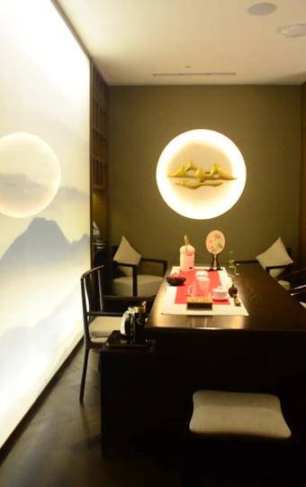 茶道桌可以在就餐之余品茗或观察茶艺