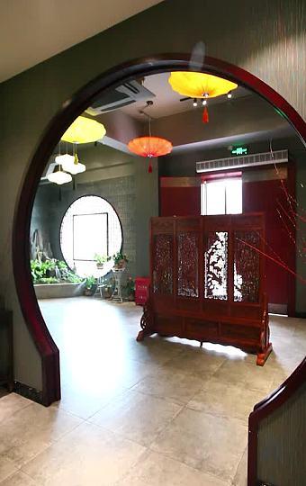 内部环境雅致,有古筝等乐器