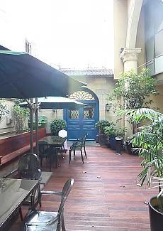 周边古老的法式建筑和法桐点缀,散发出佬上海浪漫气息