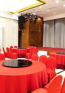 宴会厅宽敞明亮,非常适合小型集会需要。
